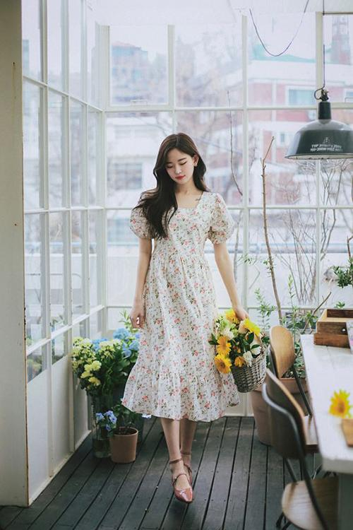 Váy hoa nhí màu sáng