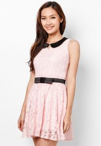 Đầm hồng phấn cổ sen gợi cảm