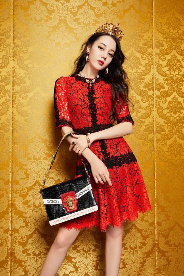 Phong cách thời trang nào của Địch Lệ Nhiệt Ba thu hút người đối diện